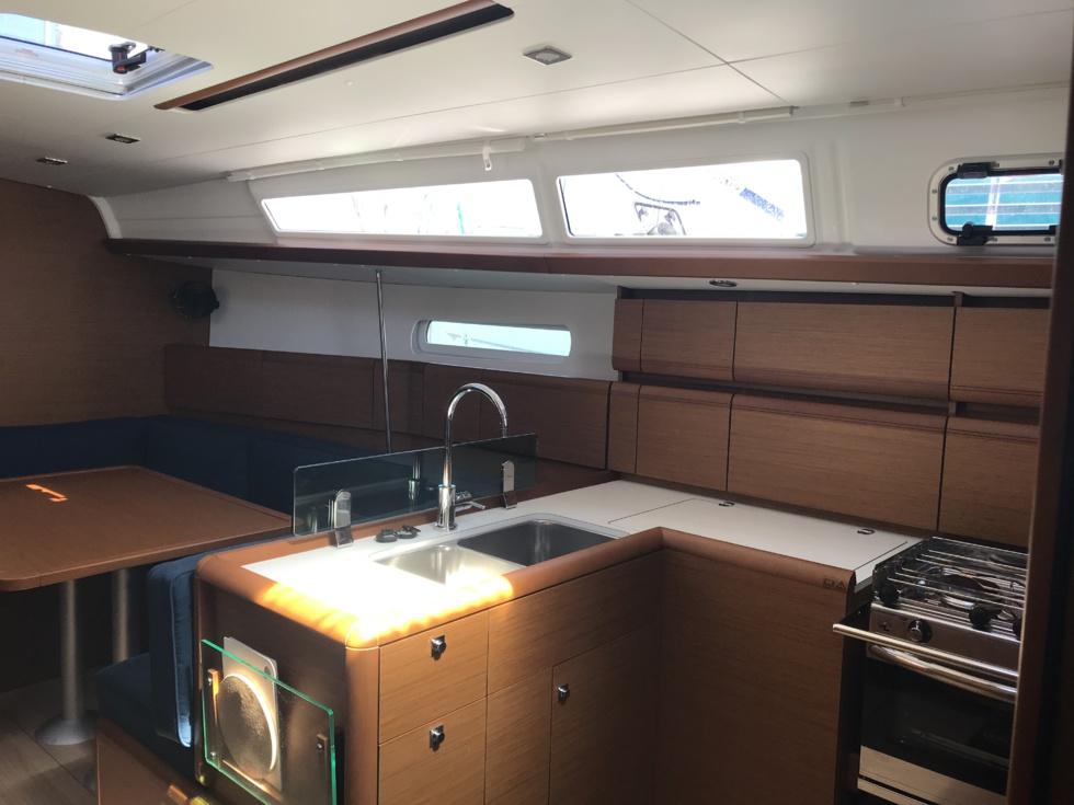 IZ'LÔ (année 2020)  et KODIAK (année 2021) nos deux SUN ODYSSEY 389 3 cabines