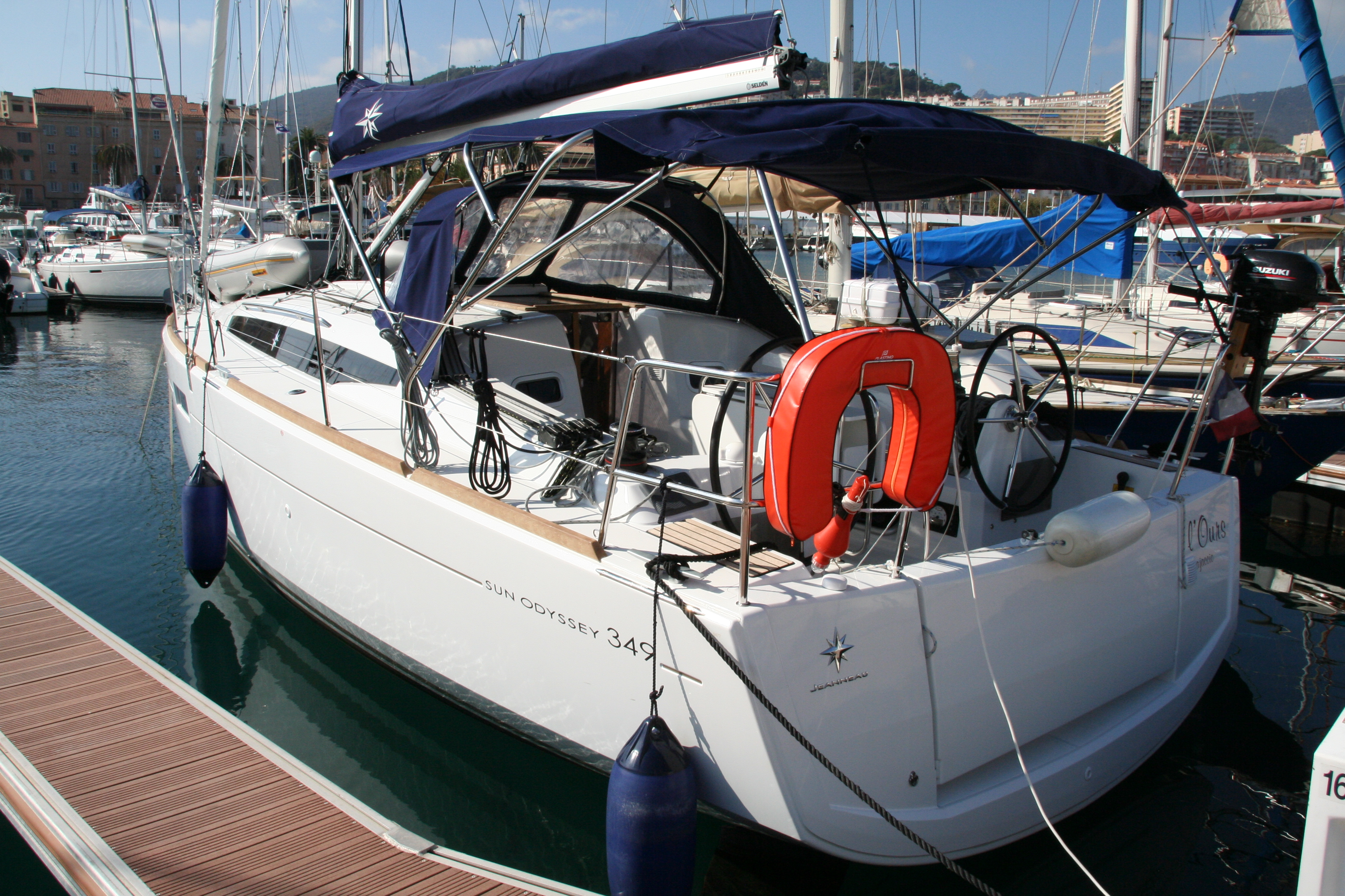 """L'OURS"", Sun Odyssey 349 version 3 cabines + 1 SDB (2017)"