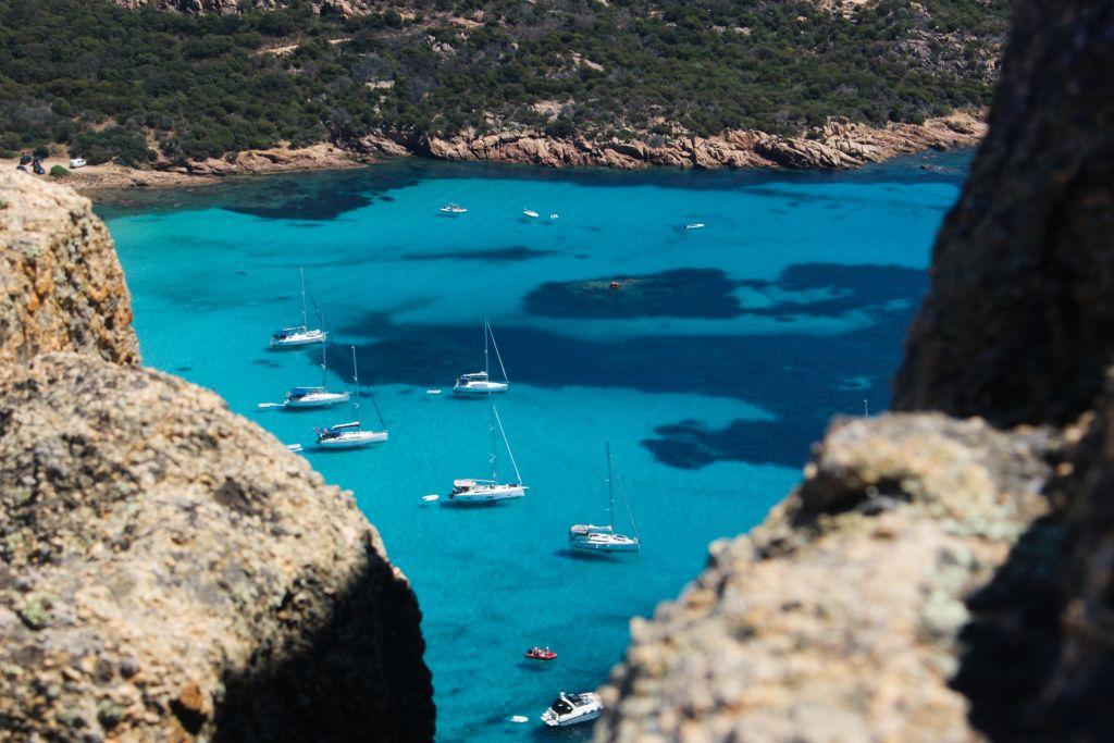 Pourquoi réserver un voilier directement dans notre agence à Ajaccio ?