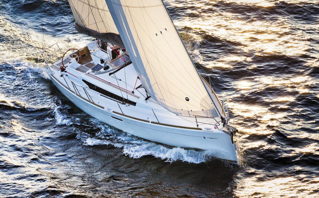 Sun Odyssey 389 à la location en Corse